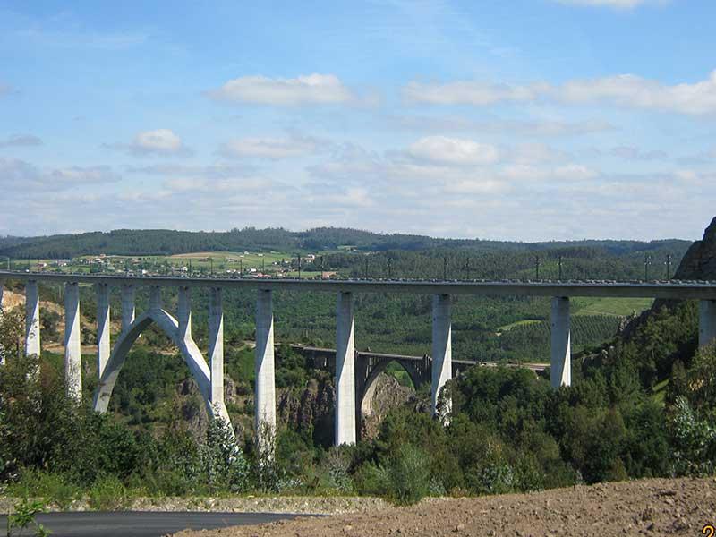 ウジャ川(Rio Ulla)に架かる橋
